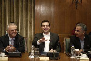 Υπουργικό συμβούλιο:  Ηχηρό μήνυμα Τσίπρα στους υπουργούς: Οι καρέκλες δεν γράφουν το όνομά σας!