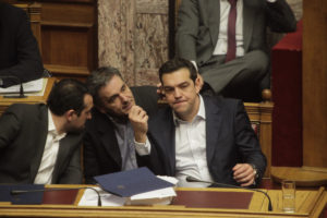 Handelsblatt: Οι θεσμοί ετοιμάζουν πακέτο ελάφρυνσης του ελληνικού χρέους!