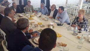 Ο Τσίπρας έκανε το τραπέζι σε Τζιτζικώστα και Μπουτάρη – Υποδομές και Άγιο Όρος στο… μενού του γεύματος [pics, vid]