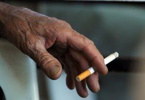 Και απολύσεις για το κάπνισμα στο Γηροκομείο Πειραιά!