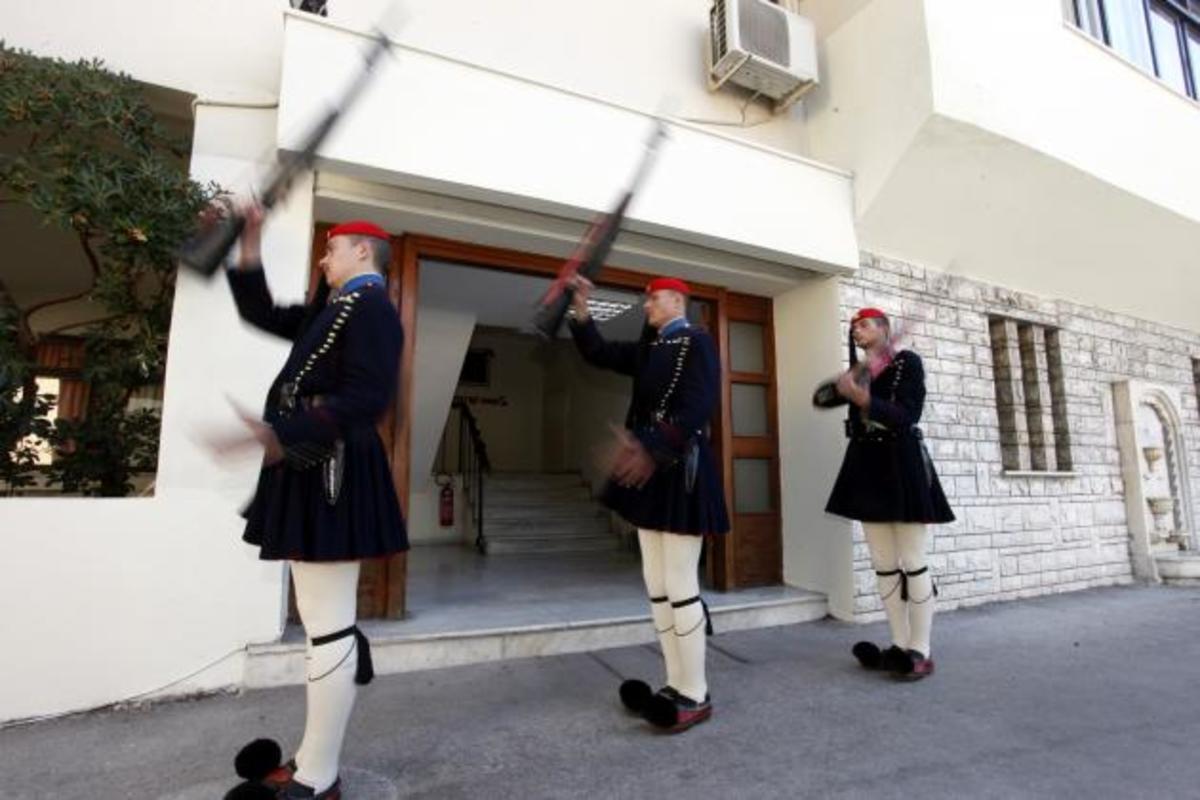Διαλύουν το στρατό και «κόβουν» τα κονδύλια του ΕΣΠΑ κατά 42% οι Ευρωπαίοι! | Newsit.gr