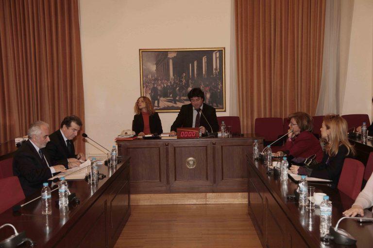 Βουλευτές και υπουργοί έχουν ανασφάλιστες καθαρίστριες | Newsit.gr