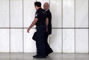 """«Άστραψε και βρόντηξε» ο Άκης με την καθυστέρηση της αποφυλάκισης του! """"Στο πόδι"""" ο Κορυδαλλός από τις φωνές του"""