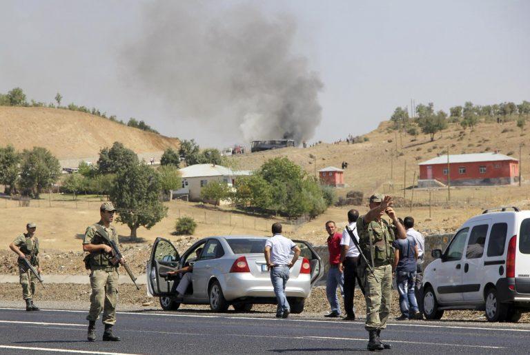 Τουρκία: χτύπησαν με ρουκέτα στρατιωτική φάλαγγα, 10 νεκροί | Newsit.gr
