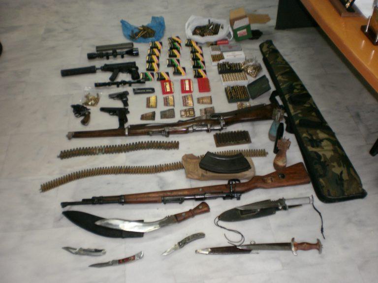 Ξίφη και όπλα σε σπίτι στο Τυμπάκι! | Newsit.gr