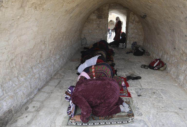 Επτά νεκροί  και 43 τραυματίες σε επίθεση σε τζαμί της Σομαλίας | Newsit.gr