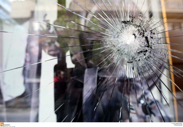 Ηράκλειο: «Γάζωσαν» βιτρίνα καταστήματος στο Σοκαρά | Newsit.gr