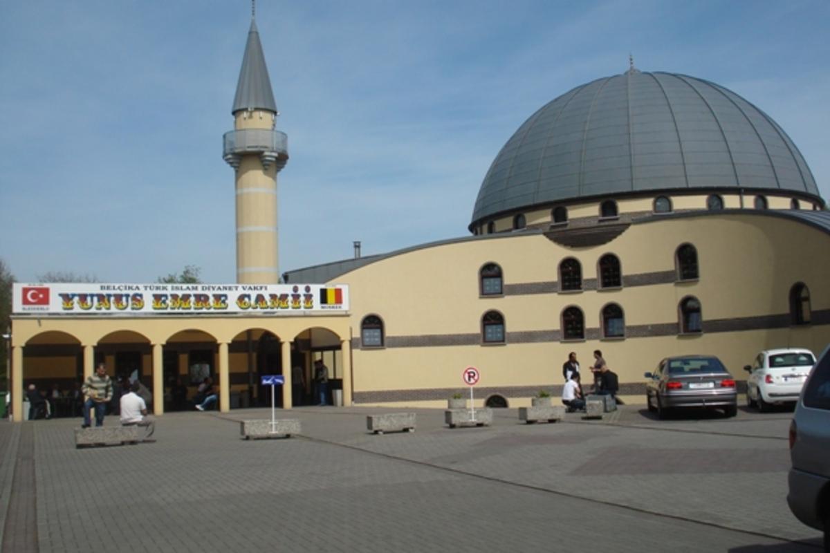 Έθαψαν το κεφάλι ενός γουρουνιού μέσα σε τζαμί | Newsit.gr