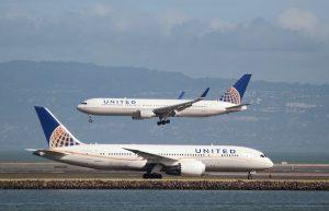 Σάλος! Η United Airlines τους απαγόρευσε να μπουν στην πτήση γιατί… φορούσαν κολάν!