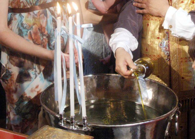 Ο παπάς έκανε άνω κάτω τα βαφτίσια γιατί… ήθελε παραπάνω λεφτά!   Newsit.gr