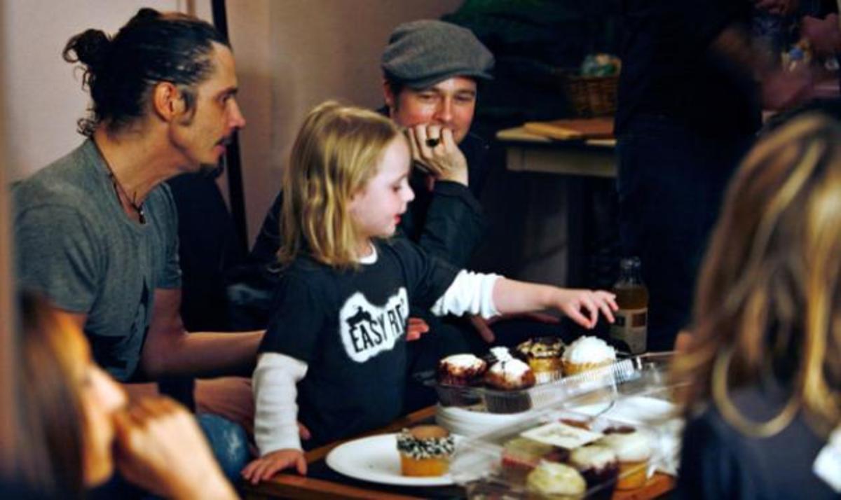 Ποια Ελληνίδα έχει βαφτίσει αυτόν τον μικρό που κάνει παρέα με τα παιδιά των Brangelina;   Newsit.gr