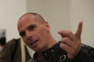 Βαρουφάκης: Ο Σόιμπλε μου είπε ότι αποφάσισε να ρίξει το Σαμαρά το 2014
