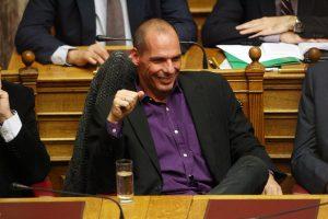 Γάλλος υφυπουργός: Ανεύθυνος δανδής ο Βαρουφάκης!
