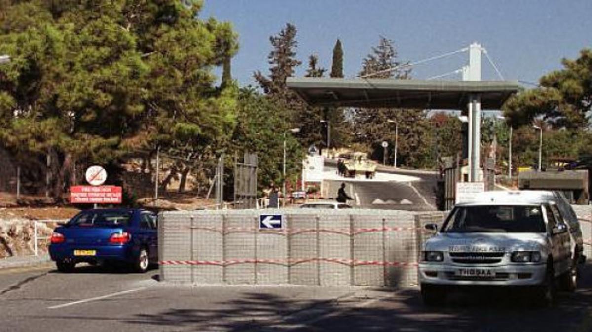 Νυχτερινή «καταδρομική» στην βάση «Παπανδρέου» – Ακινητοποίησαν σκοπό και του άρπαξαν σφαίρες   Newsit.gr