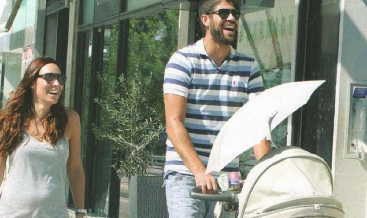 M. Τσουρή – Π. Βασιλόπουλος: Κυριακάτικη βόλτα με τον γιο τους | Newsit.gr