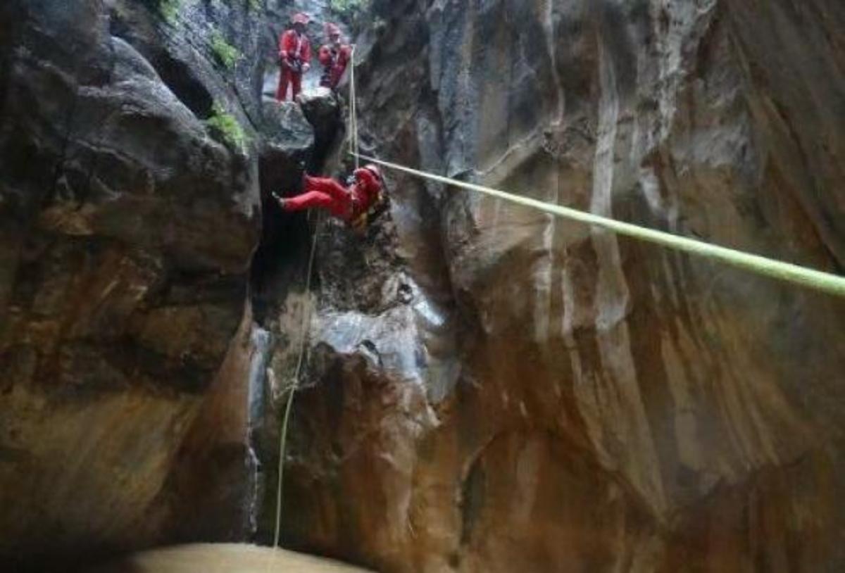 Άγιοι Βασίληδες σε… επικίνδυνες αποστολές! Έκαναν κατάβαση σε Κρητικό φαράγγι – ΦΩΤΟ | Newsit.gr