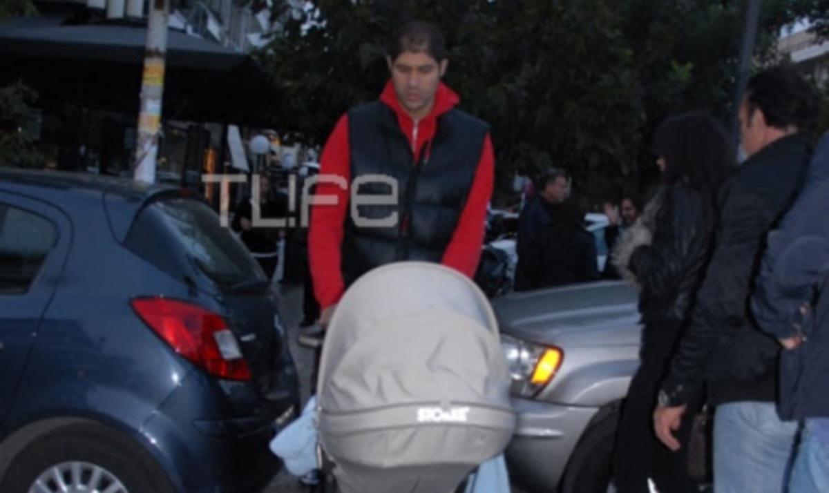 Π. Βασιλόπουλος: Βόλτα με το γιο του στη Γλυφάδα!   Newsit.gr