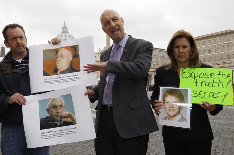 Πάπας και ΥΠΕΞ Βατικανού συγκάλυψαν ιερέα παιδόφιλο | Newsit.gr