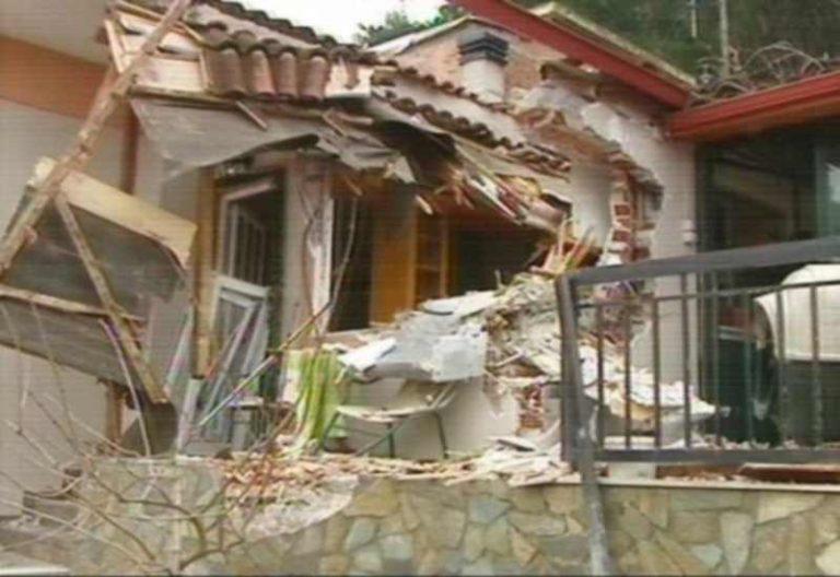 Τιθορέα: Στον εισαγγελέα ο Δήμαρχος για τον βράχο που ισοπέδωσε σπίτια   Newsit.gr