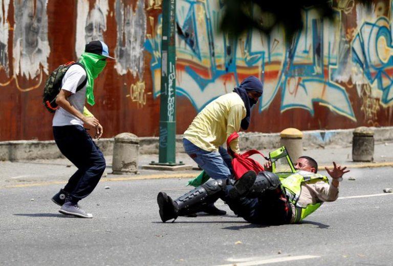 Νέα επεισόδια σε διαδηλώσεις στο Καράκας [vid]   Newsit.gr