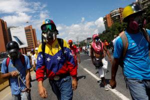 Μολότοφ, συγκρούσεις και νέες αντικυβερνητικές διαδηλώσεις στη Βενεζουέλα