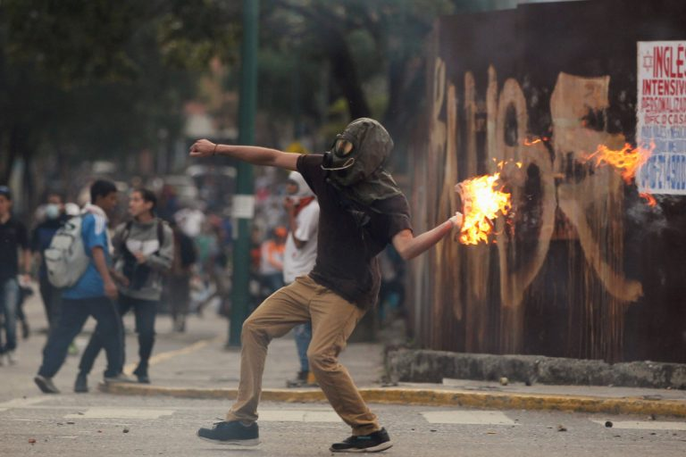 Τρόμος δίχως τέλος στη Βενεζουέλα! Έντεκα οι νεκροί! Εικόνες «πολέμου» | Newsit.gr