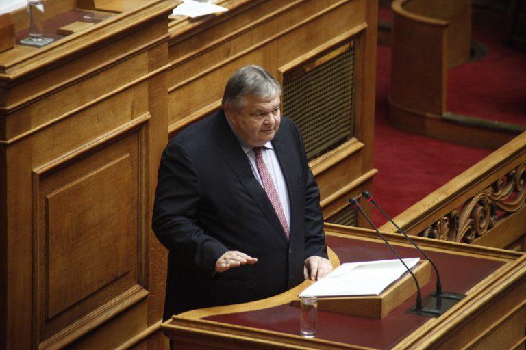 Βενιζέλος: Έχουμε παιχνίδια με  το Σύνταγμα… και τους θεσμούς | Newsit.gr
