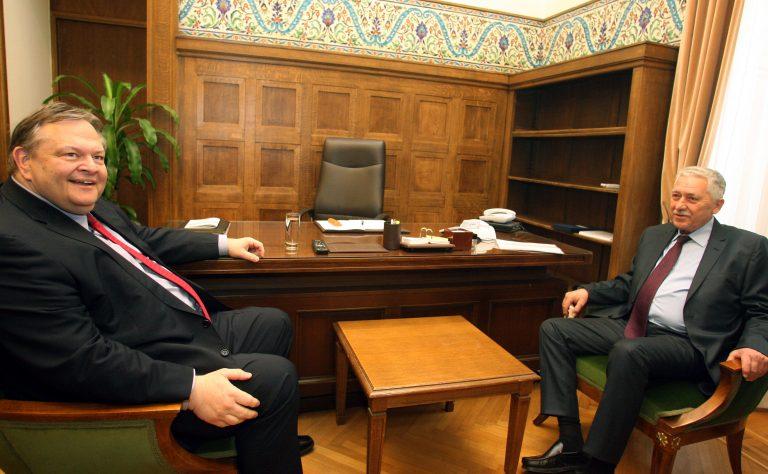 Τι σημαίνει η απουσία Βενιζέλου-Κουβέλη από την ψήφιση του φορολογικού   Newsit.gr