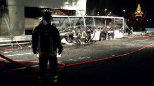 Ιταλία: Τραγωδία με λεωφορείο που μετέφερε παιδιά! Αυξάνονται οι νεκροί