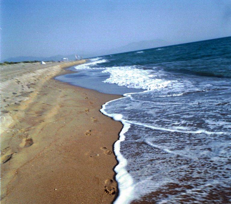 Ρόδος: Τέσσερις άνδρες την οδήγησαν στην ακτή και τη βίασαν!   Newsit.gr
