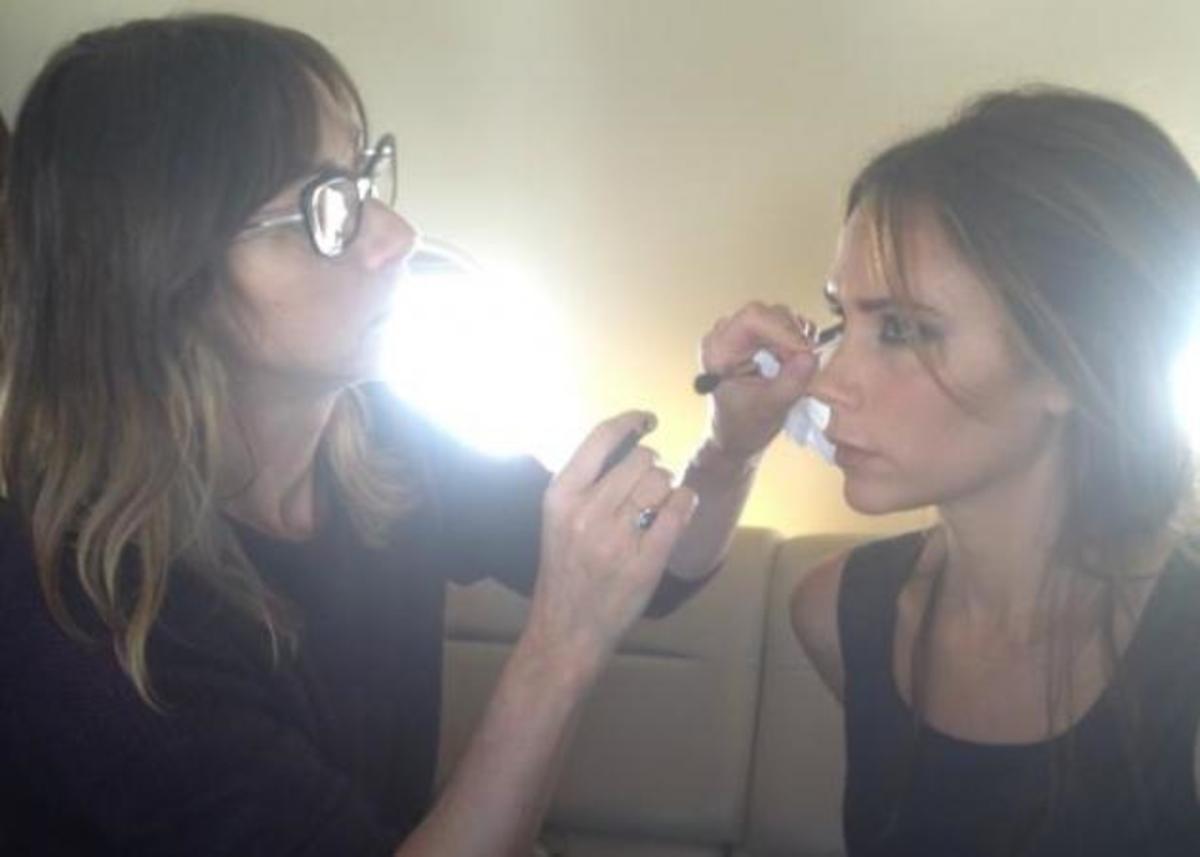 Η Victoria Beckham βάφεται στο αεροπλάνο την ώρα της προσγείωσης!   Newsit.gr