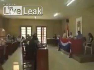 """""""Τσάκωσαν"""" τον πρόεδρο της Βολιβίας να βλέπει πορνό! [vid]"""