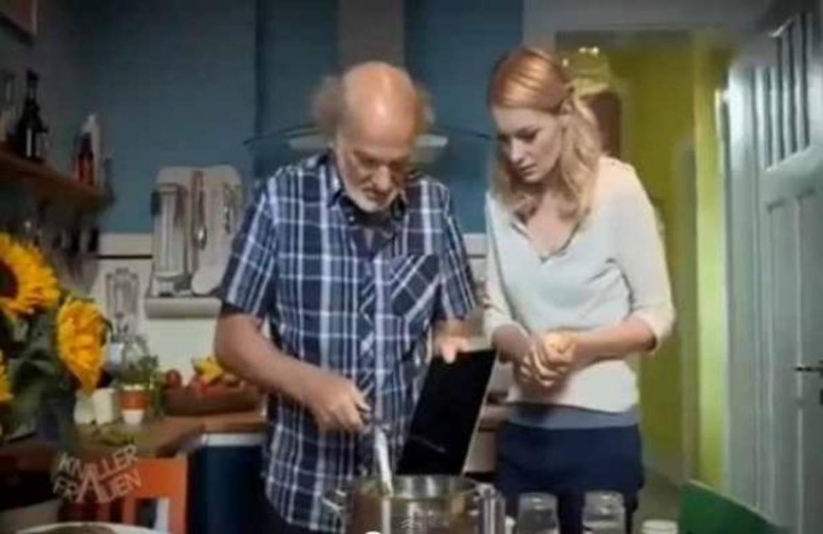 ΔΕΙΤΕ τι συμβαίνει όταν η κόρη ρωτάει τον πατέρα, αν του άρεσε το iPad που του χάρισε   Newsit.gr