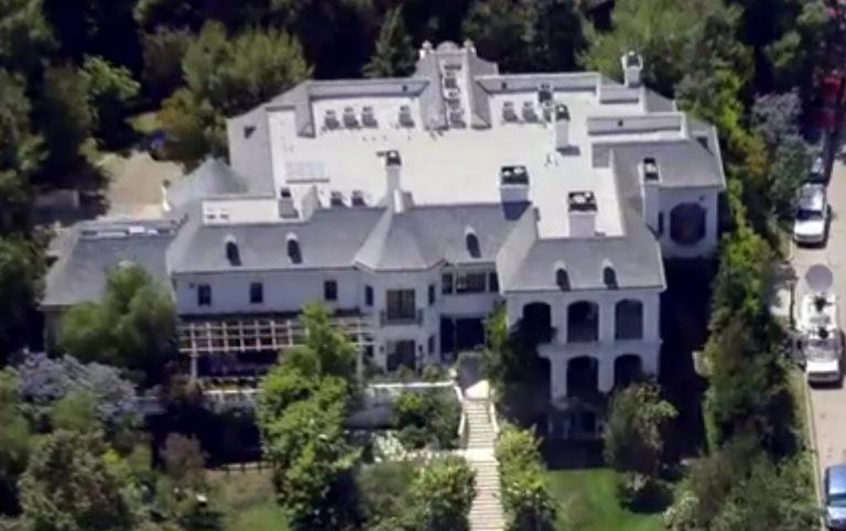 Η κάμερα μπαίνει στο σπίτι του Michael Jackson για πρώτη φορά μετά το θάνατό του! | Newsit.gr