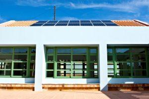 Λιμνάζουν οι προτάσεις των δήμων για έργα ΑΠΕ σε σχολικά κτίρια