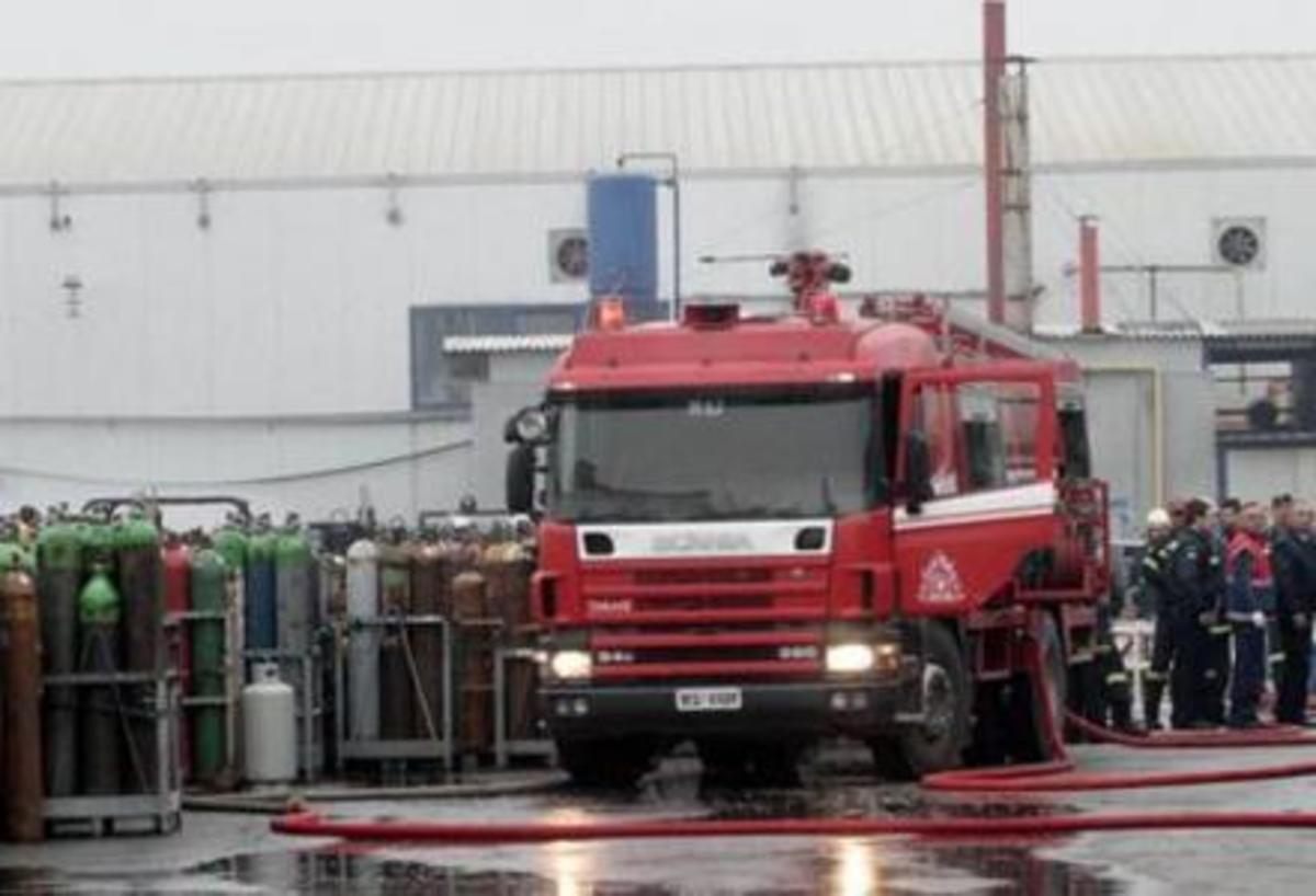Φωτιά σε εργοστάσιο ελαστικών στην Πάτρα | Newsit.gr