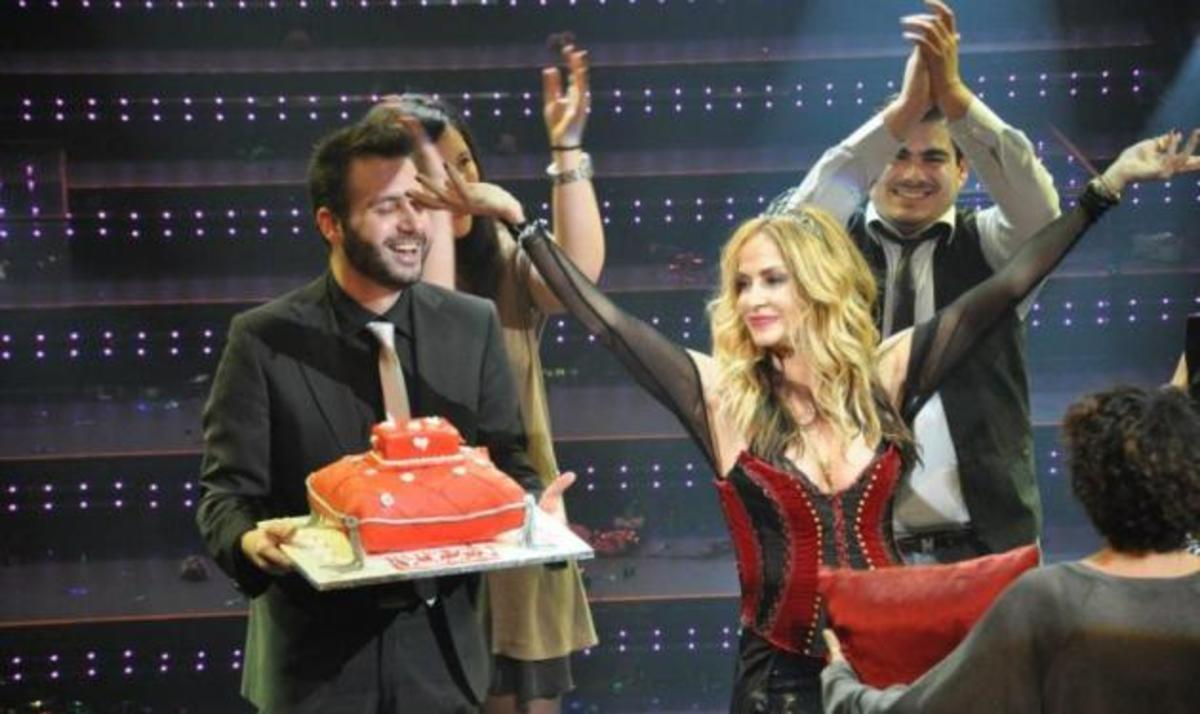 Άννα Βίσση: Όταν οι θαυμαστές της την έστεψαν… Βασίλισσα! Φωτογραφίες   Newsit.gr