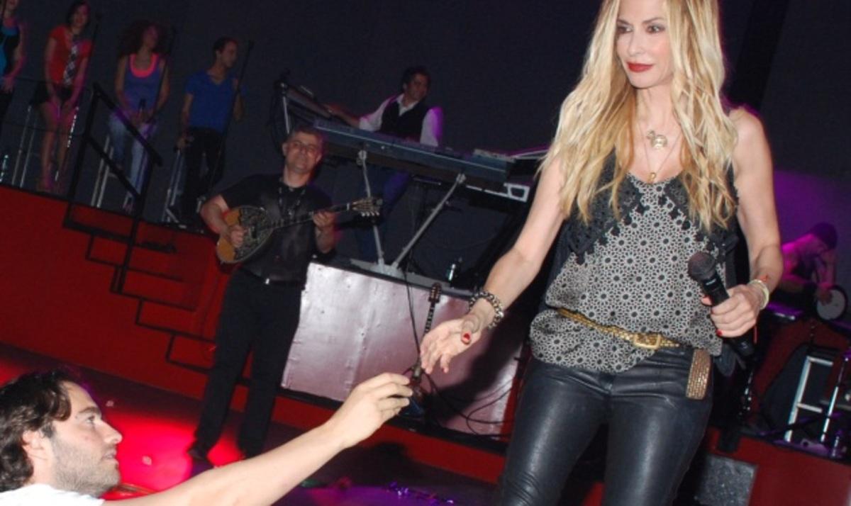Α. Βίσση: Μαγεύει το κοινό της Θεσσαλονίκης! Φωτογραφίες | Newsit.gr