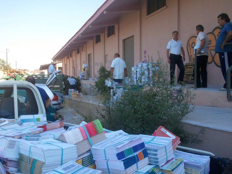Με τα ΙΧ των… δασκάλων έφτασαν τα βιβλία στα σχολεία των Τρικάλων! ΦΩΤΟ | Newsit.gr