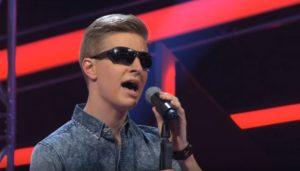 Συγκινήθηκαν μόλις είδαν ότι ο διαγωνιζόμενος με την υπέροχη φωνή είναι τυφλός… [vid]