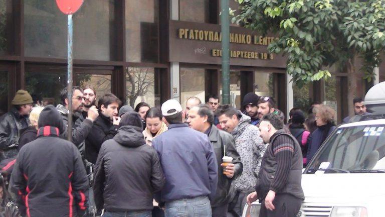 Έκαναν κατάληψη στο Εργατικό Κέντρο Βόλου ζητώντας τα λεφτά τους  – ΒΙΝΤΕΟ   Newsit.gr