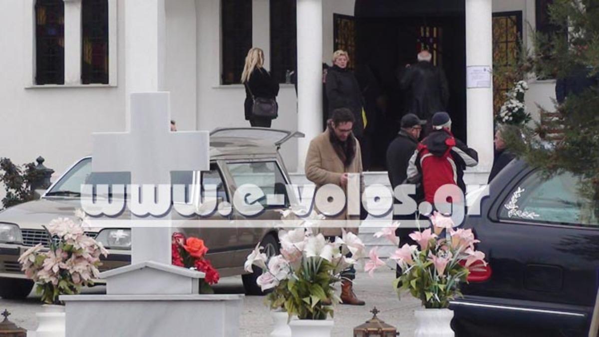 Θρήνος στην κηδεία του ηθοποιού Δ. Βογιατζή στο Βόλο – Φωτο και βίντεο | Newsit.gr