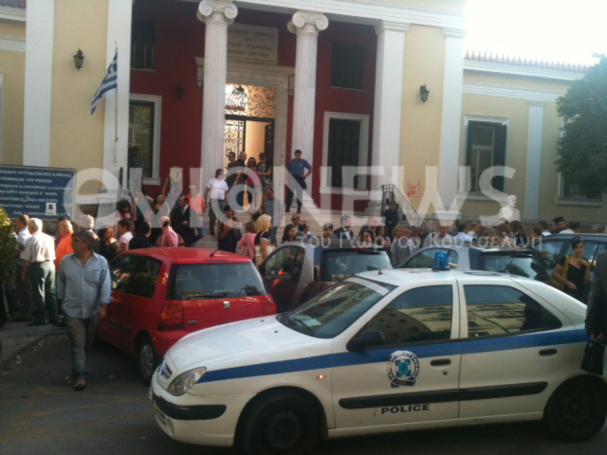 Εύβοια: Μεγάλη αναστάτωση από τηλεφώνημα για βόμβα στα δικαστήρια! | Newsit.gr