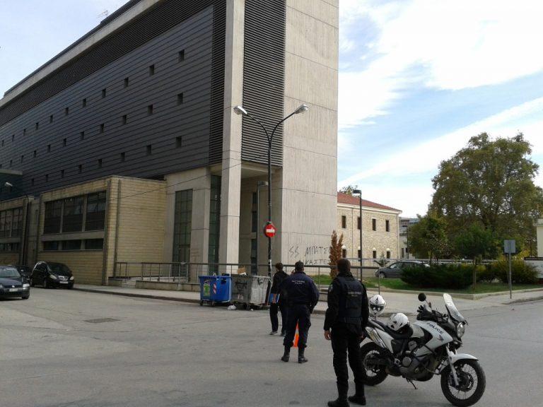 Τρίκαλα: Φάρσα για βόμβα στα δικαστήρια   Newsit.gr