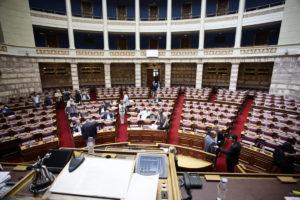 Βουλή: Ξεπουλάτε τα πάντα – Κάποτε φωνάζατε: «πουλήστε και τη μάνα σας να φύγετε τσογλάνια»