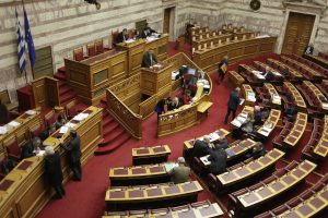 """Βουλή: Παρών από ΝΔ, """"ναι"""" από ΠΑΣΟΚ και ΚΚΕ, αποχή από το Ποτάμι"""