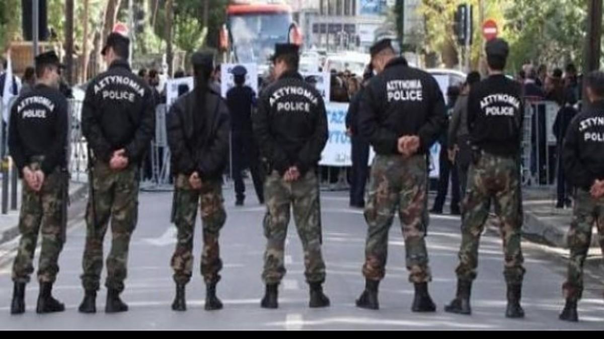 «Αστακός» η κυπριακή βουλή – Ο κόσμος συρρέει κατά χιλιάδες   Newsit.gr