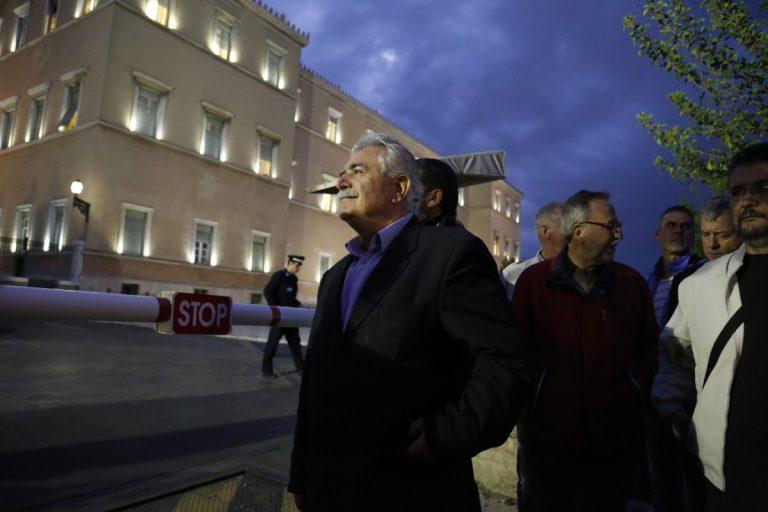 Το ΚΚΕ κατάθεσε την πρόταση νόμου που του παρέδωσαν τα συνδικάτα στο συλλαλητήριο   Newsit.gr