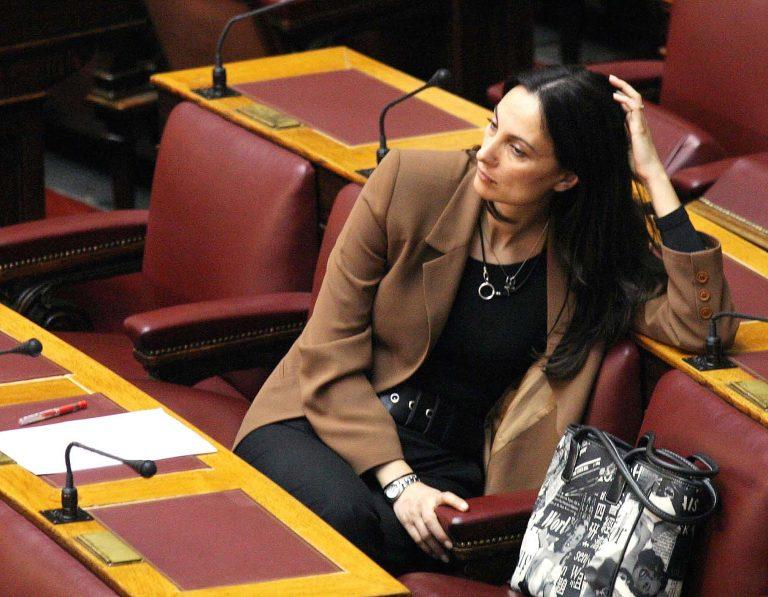 Η επιστροφή της Έλενας Κουντουρά στα βουλευτικά έδρανα | Newsit.gr