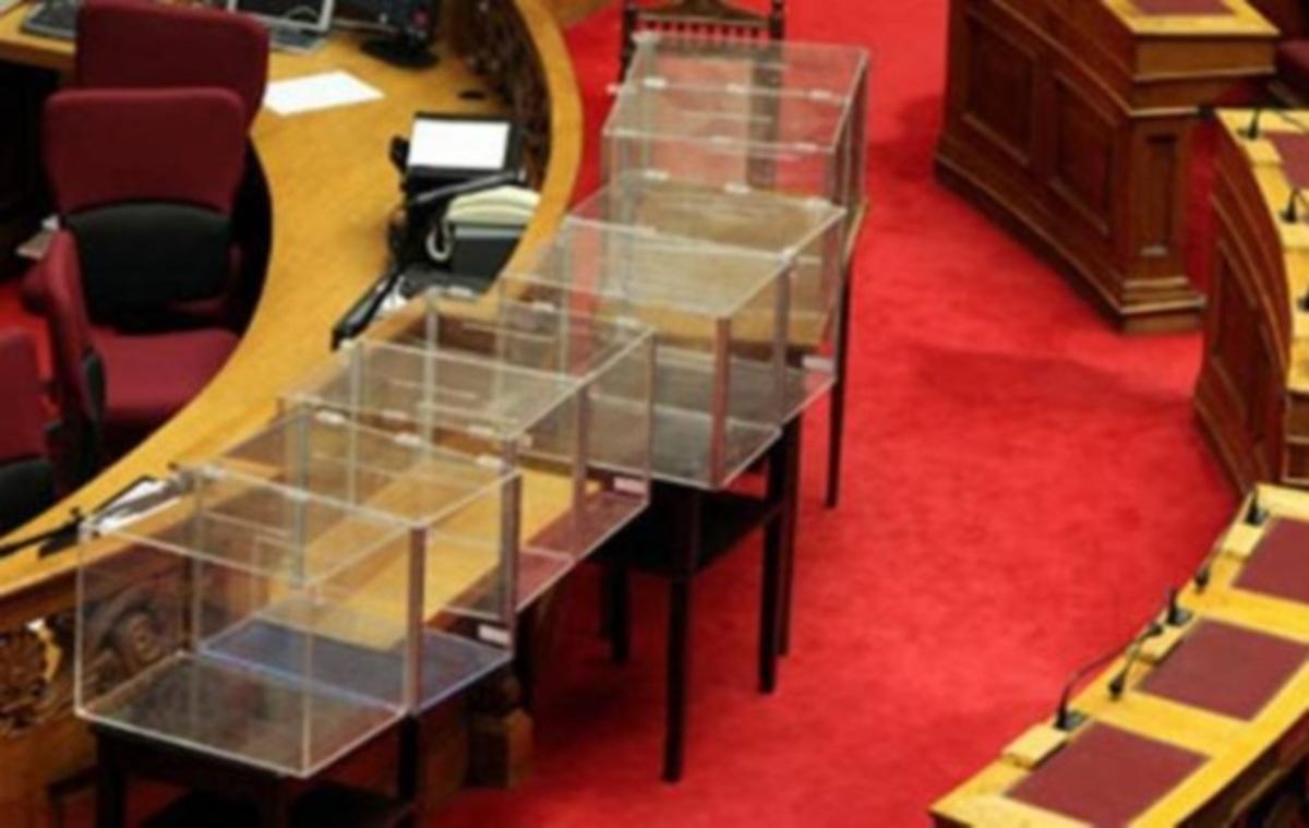 Παρουσιάστρια ειδήσεων μεγάλου καναλιού και δημοσιογράφος βαρέθηκαν να περιμένουν την ψηφοφορία της Βουλής και… | Newsit.gr